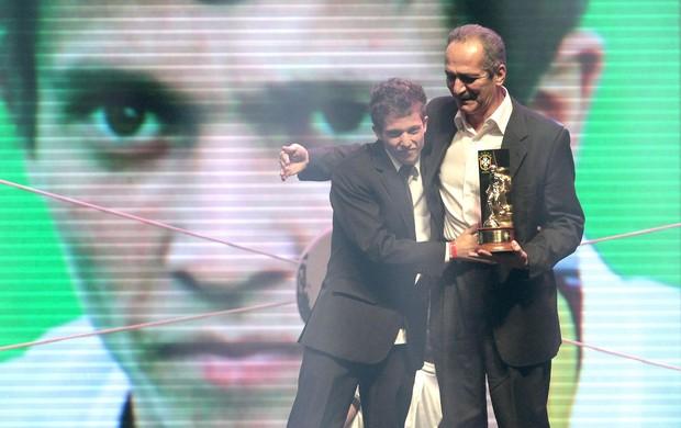 Bernard, Jogador revelação Prêmio Brasileirão 2012 (Foto: Miguel Schincariol )