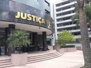Audiências de ações penais enovolvendo empreiteiras ocorrem na sede da Justiça Federal em Curitiba (Foto: Daiane Baú/ G1)