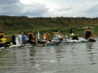 Escoteiros criam barco com garrafas pet e participam de aventura em rio