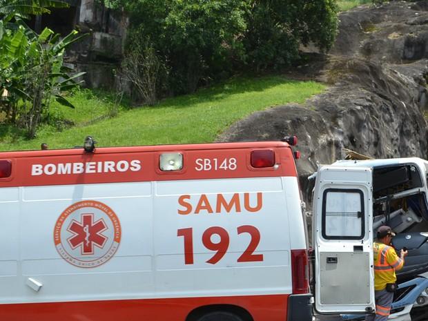 Ônibus bateu em um muro do último túnel da Linha Amarela na altura da Freguesia, sentido Barra da Tijuca. (Foto: Edgard Maciel de Sá/Globoesporte.com)