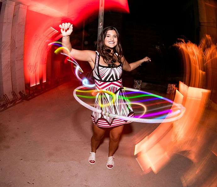 Giulia Costa se diverte na festa de lançamento de Malhação (Foto: David Argentina/TV Globo)