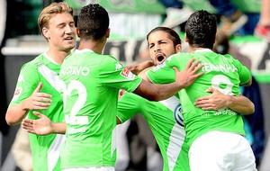 Comemoração do Wolfsburg contra o Bayer Leverkusen (Foto: Agência EFE)