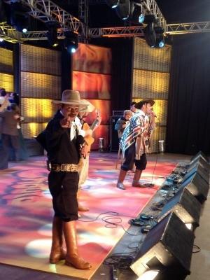 Neto e Joca no palco do Galpão Crioulo (Foto: Fernando Alencastro/ RBS TV)