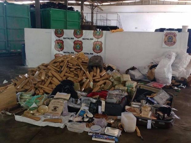 Foram incineradas maconha, cocaína, crack e materiais usados para camuflar drogas  (Foto: Ítalo Di Lucena/Inter TV Cabugi )