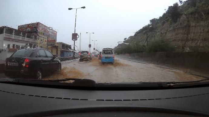 Lorena também pegou chuva, muita chuva em Angola! (Foto: Divulgação / TV Gazeta ES)