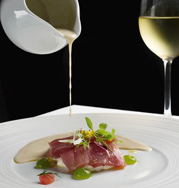 Lifestyle;Gastronomia;Atum, burrata e creme de funcho (Foto: Camilla Maia)