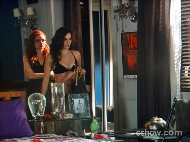 Vanessa tenta cuidar de Marina e ela não para quieta (Foto: Em Família/ TV Globo)