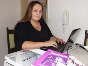 Bruna passou em segundo lugar no concurso da Secretaria de Educação (Foto: Marcos Lavezo/G)