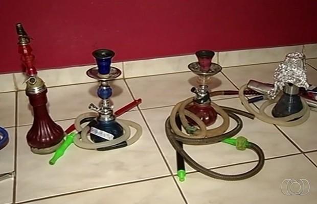 Venda de itens para narguilé só é permitida para maiores de 18 anos (Foto: Reprodução/TV Anhanguera)