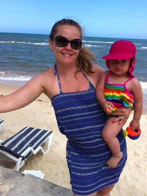 Karina e a filha Isabela foram duas das cinco vítimas do acidente no Uruguai (Foto: Reprodução/Facebook.com)