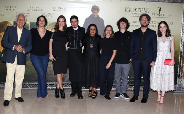 Selton Mello posa com parte de equipe do filme (Foto: Thiago Duran/AgNews)