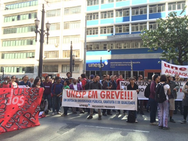 Estudantes da Unesp protestam no Centro de São Paulo (Foto: Amanda Previdelli/G1)