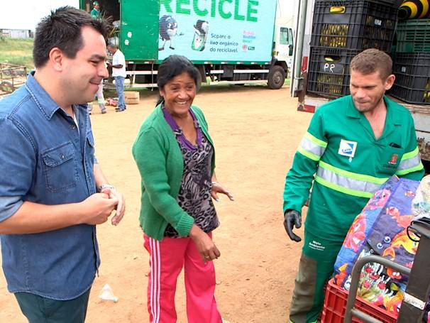 Renato Cunha mostra como funciona o projeto Câmbio Verde, em Curitiba (Foto: Globo)