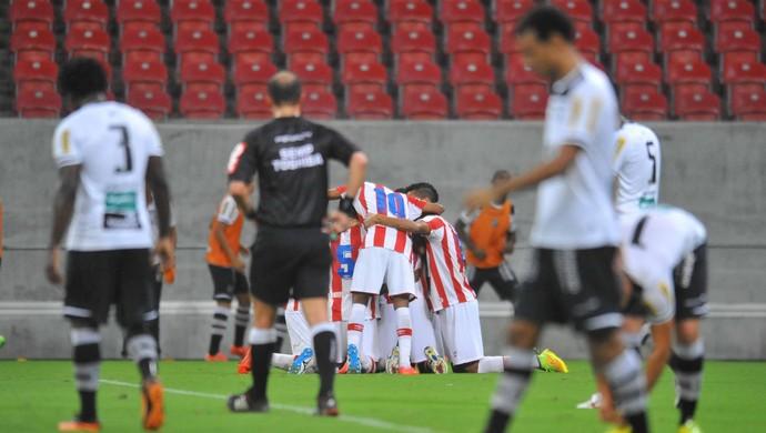 Náutico x Ceará gol  (Foto: Antônio Carneiro/Pernambuco Press)