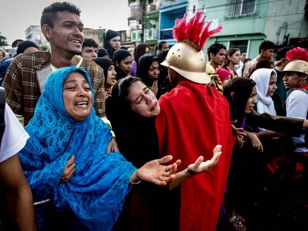 Encenação lembra também o sofrimento de Maria ao ver Jesus sendo crucificado (Foto: Tarso Sarraf/O Liberal)