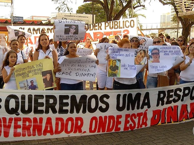 Amigos e familiares cobram uma resposta do governo potiguar: 'Onde está Dinarte?' (Foto: Reprodução/Inter TV Cabugi)