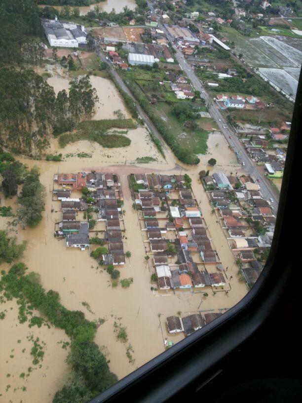 Imagem aérea de Rio do Sul neste domingo (Foto: Polícia Civil/Divulgação)