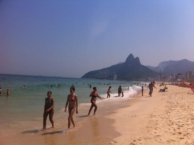 Cariocas e turistas aproveitam a quarta-feira (19) ensolarada (Foto: Cristiane Cardoso/G1)