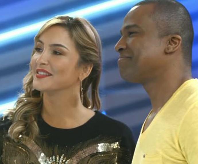 Claudia Leitte e Alexandre Pires ensaiam com os participantes (Foto: TV Globo)