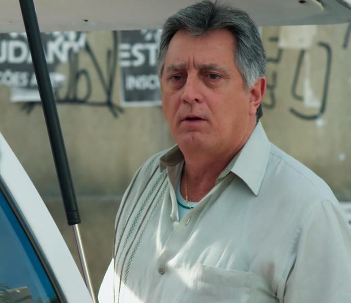 Jorge só pede que os dois pisem no freio (Foto: TV Globo)