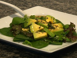 Salada quente com mix de folhas (Foto: Reprodução, RBS TV)