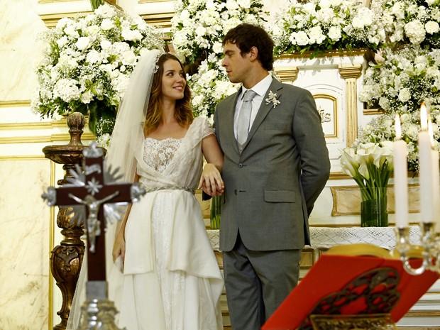 Nathalia Dill e Sergio Guizé gravam cenas de Laura e Caíque (Foto: Raphael Dias/ Gshow)