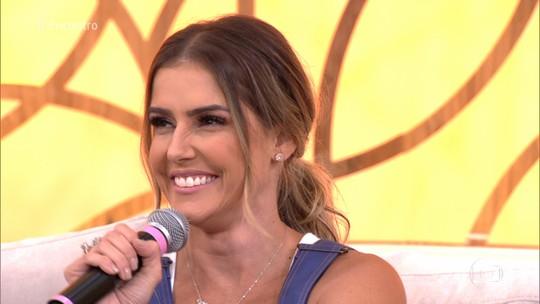 Deborah Secco conta que Maria Flor 'ama se ver na TV'