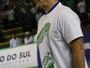 """Bernardinho veste a camisa """"Força Chape"""", e Rio derrota catarinenses"""
