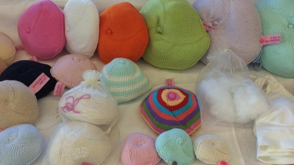 Mulheres tricotam