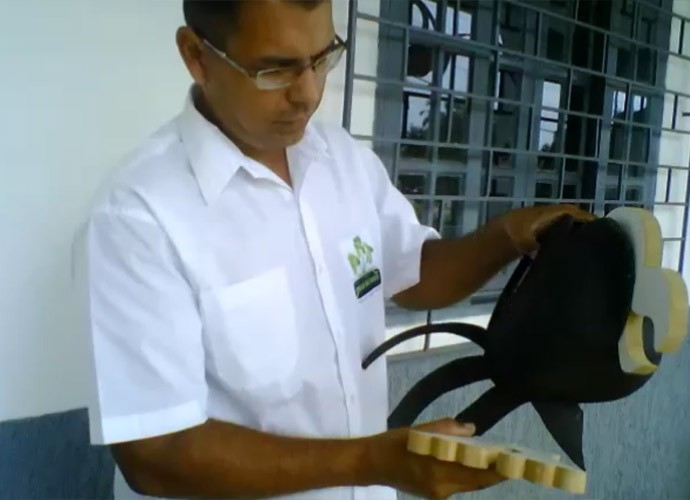 Depois de pintar o pezinho, junte-o ao corpo do Louro (Foto: Reprodução/ Plug)