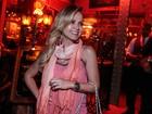 Penélope Charmosa: Eliana usa look todo rosa para se divertir com amigas