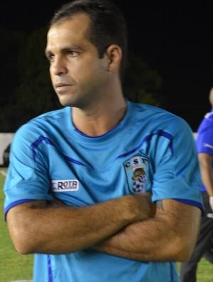 Tazinho, técnico do CSP (Foto: Hévilla Wanderley / GloboEsporte.com)