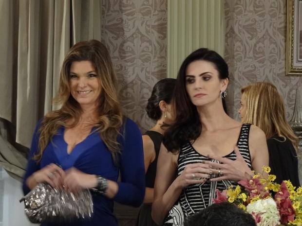 Yolanda alfineta Amanda por causa de pensão do ex-marido (Foto: Salve Jorge/TV Globo)