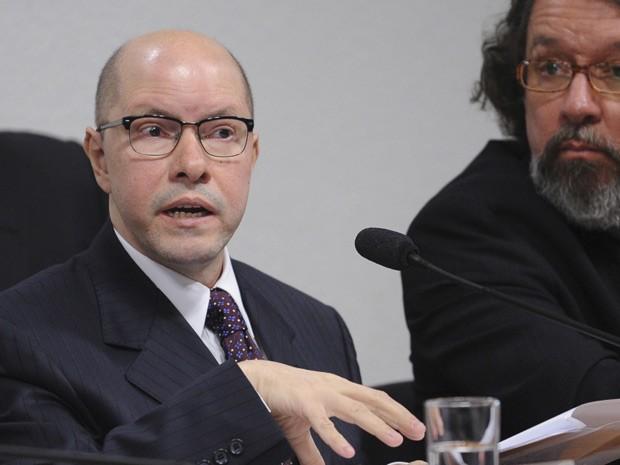 O senador Demóstenes Torres durante depoimento do Conselho de Ética (Foto: Wilson Dias / Agência Brasil)