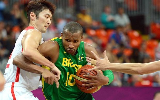 Leandrinho Barbosa e Liu Wei, Basquete, China x Brasil (Foto: Agência AFP)