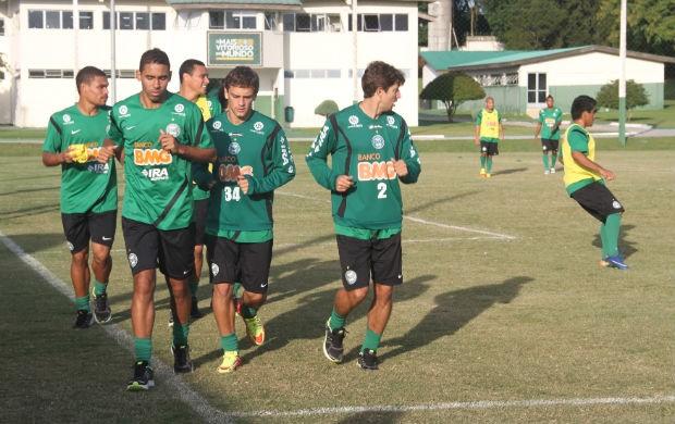Titulares do Coritiba realizam uma leve corrida no treino de terça (Foto: Gabriel Hamilko / GloboEsporte.com)