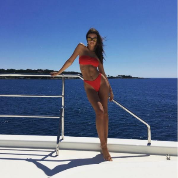 Emily Ratajkowski no sul da França (Foto: Reprodução/ Instagram)