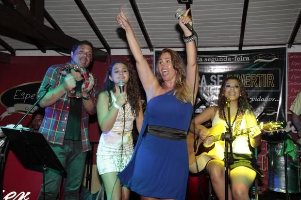 Conrado, Giovanna, Andréia Sorvetão em show no Rio (Foto: Isac Luz/EGO)