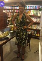 Look do dia: Maria Ribeiro usa vestido estampado para lançar livro