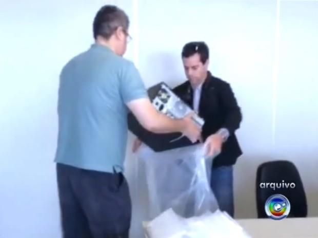 Computadores de fiscais em Sorocaba foram apreendidos (Foto: Reprodução/TV TEM)