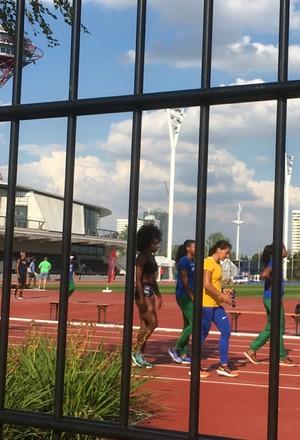 Brasileiras, com Ana Cláudia, em treino fechado em Londres (Foto: Amanda Kestelman)