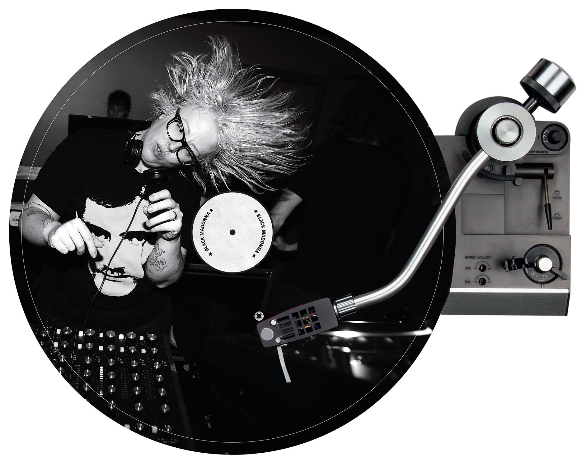A DJ e produtora nas picapes do Rex Club, lendária boate eletrônica de Paris (Foto: Bfa/Rex/Shutterstock, Aldo Paredes, High Road Touring, Billions e Divulgação)
