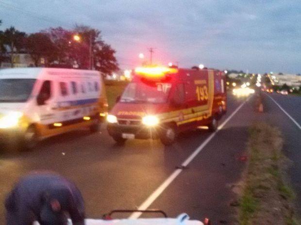 Motorista do carro não conseguiu frear e atingiu ciclista (Foto: Visão Notícias/Divulgação)
