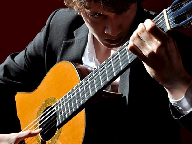 O violnista Thibaut Garcia, que se apresenta nesta sexta (21) na Aliança Francesa (Foto: Divulgação)