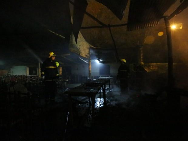 CTG foi incendiado na madrugada desta quinta-feira em Santana do Livramento (Foto: Carlos Macedo / Agencia RBS)