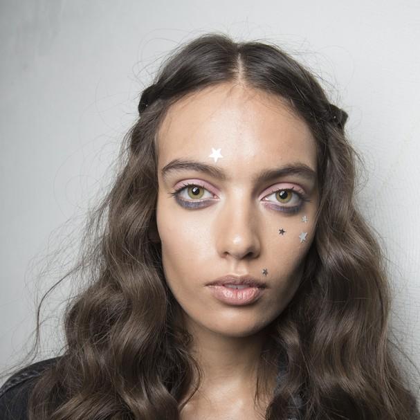 Face tattos no verão 2018 da Chiara Boni (Foto: Imaxtree)