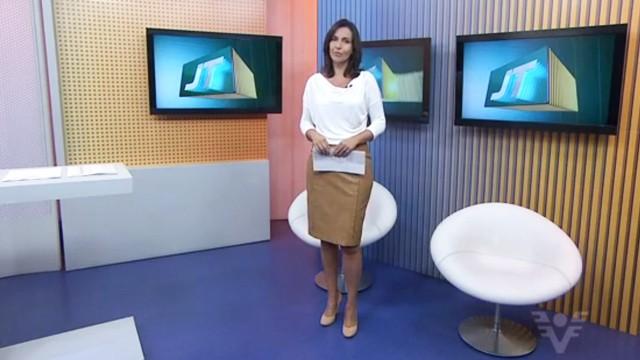 Vanessa Machado apresentando o Jornal da Tribuna 1ª edição (Foto: Arquivo Pessoal)