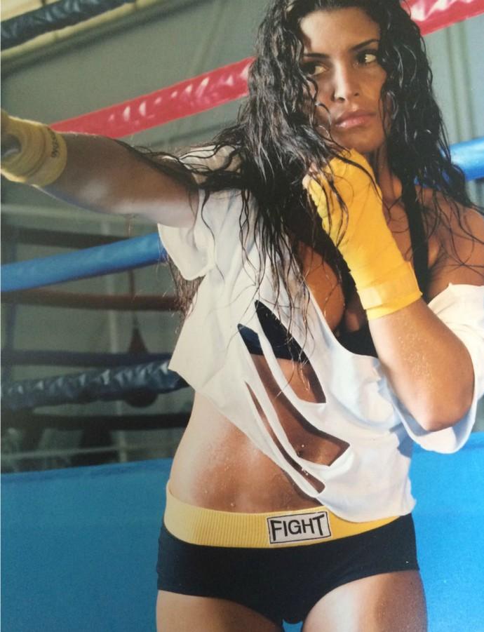 Tatiana posa para foto enquanto treinava boxe (Foto: Arquivo Pessoal)