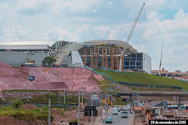 DESTRUIÇÃO O Itaquerão, logo depois do acidente da semana passada. Cerca de um terço  da obra foi interditado para a investigação da queda de estrutura (Foto: Marcos Camargo)