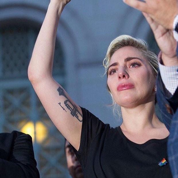 Lady Gaga em ato em Los Angeles, nos Estados Unidos (Foto: Instagram/ Reprodução)